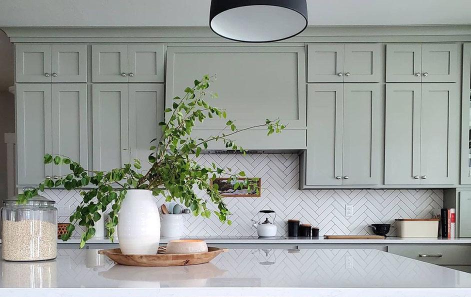 Кухни в зеленых цветах